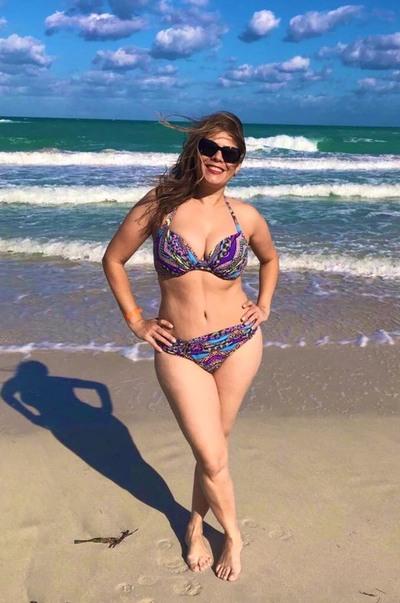 La diputada Kattya González posó en bikini en solidaridad con funcionaria hostigada