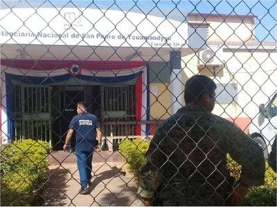 Incautan armas blancas, celulares y agendas en cárcel de San Pedro