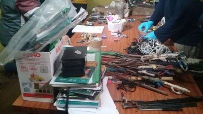 Más de 100 armas en la cárcel
