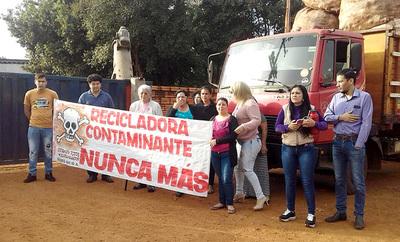 Vecinos en pie de guerra contra recicladora que opera irregularmente en Minga Guazú