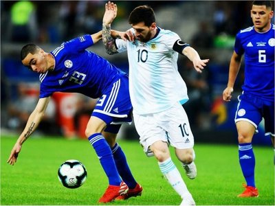 Perdonó a Messi y amigos