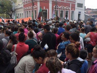Campesinos siguen movilizados, en medio de quejas por cierre de calles
