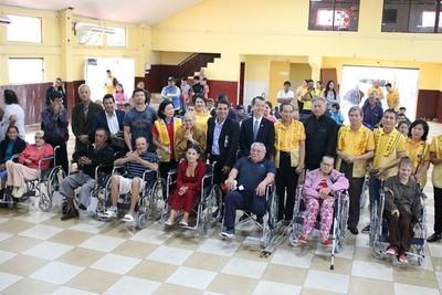 Entregan 50 sillas de ruedas discapacitadas en Franco