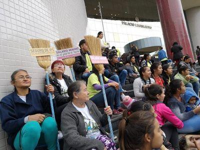 Esperan que Marito ratifique salario mínimo a domésticas