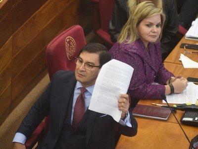Ovelar intenta solapar denuncias de sobrefacturación contra Benigno López