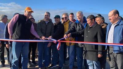Jefe de Estado inaugura mejoras en el aeródromo de Infante Rivarola