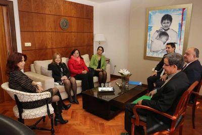 Ministra Miryam Peña recibió a magistrados laborales