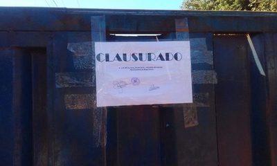Clausuran recicladora en Minga Guazú, pero amenazan con seguir operando