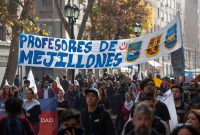 Maestros chilenos reclaman mejoras en sistema educativo