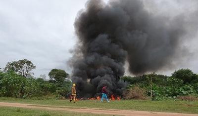 Acusan a gancheros por quema de cubiertas en basural clandestino