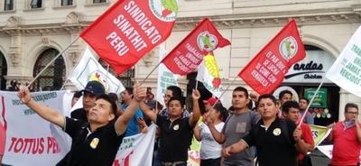 Sindicatos se movilizan en Perú contra reforma laboral de Vizcarra