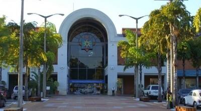 Shopping del Sol prohibe el ingreso a mujer transexual por su condición