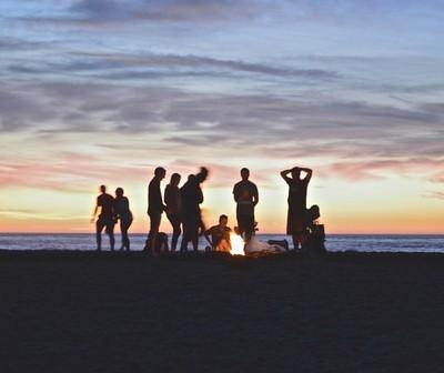La ciencia demostró que las personas que se reúnen a menudo con amigos gozan de una mejor salud mental y física