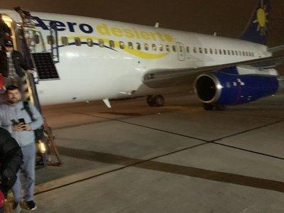 Evacúan de emergencia avión con hinchas chilenos que iban a Brasil