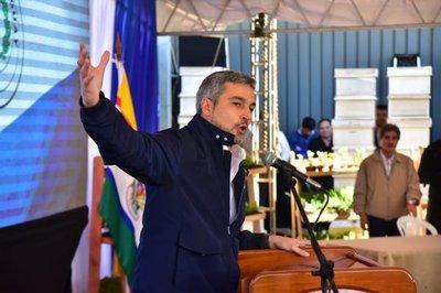 Mario Abdo se ofusca en Misiones y defiende su gobierno de las críticas