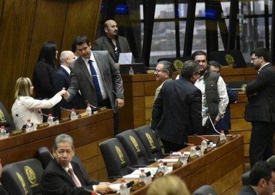 "Comisión para ""enfrentar"" la crisis económica"