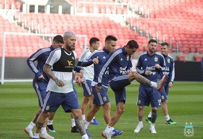 Scaloni prepara un equipo ofensivo para enfrentar a Catar