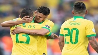 Brasil golea y pasa a cuartos de su copa