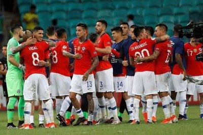Chile cumple último entreno en Salvador
