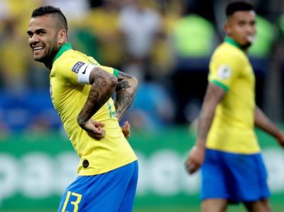 Dani Alves quiere conectar a la Canarinha con el pueblo brasileño