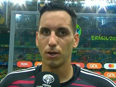 Roberto Fernández lamenta la derrota de la Albirroja
