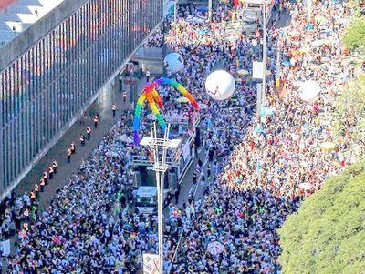 Marcha LGBT inunda San Pablo exigiendo respeto a diversidad