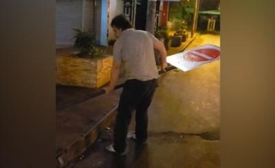 Kelembu destruye indicadores de la Avda. San Blas