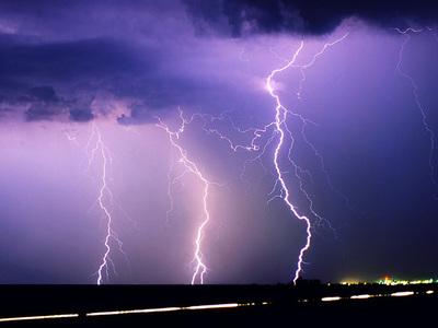 Un rayo dejó a miles sin luz y cientos de vuelos demorados o cancelados en Estados Unidos