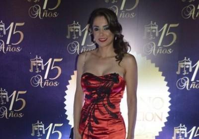 Vivi Figueredo también apareció en medios internacionales con su look albirrojo