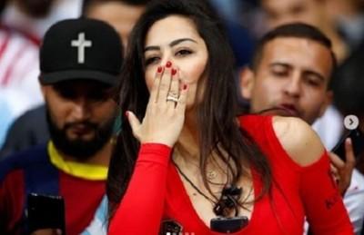 """Larissa Riquelme cantó """"Despacito"""" en pleno estadio"""