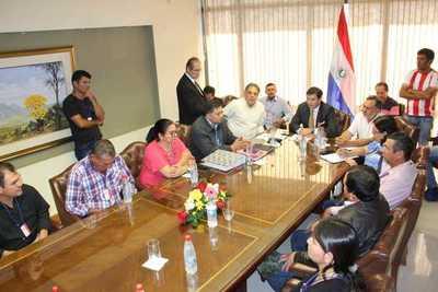 Campesinos, legisladores y el vice se reúnen para buscar vía de acuerdo