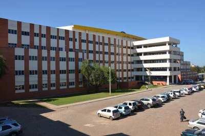 Anuncian posible huelga general en el Hospital de Clínicas