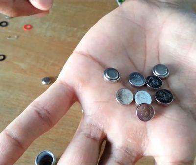 ¿Sabías que las pilas pequeñas, las que usan los relojes, pueden contaminar una pileta olímpica?