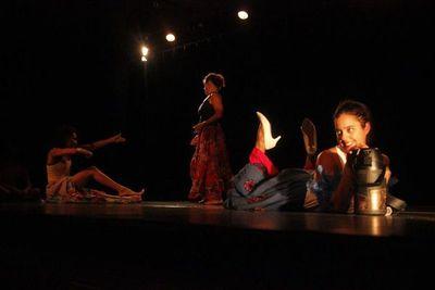 Obra multidisciplinaria reúne a artistas de 3 países