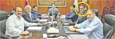 Síndico aprobó G. 140.000 millones para empresa de su socio de farra