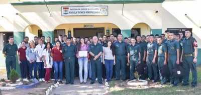 Yacyretá realizó charla sobre acuicultura a personal de las FF.AA