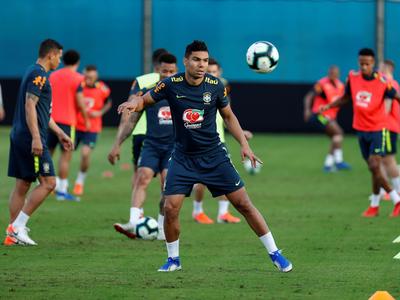 Brasil no contará con Casemiro ante Paraguay