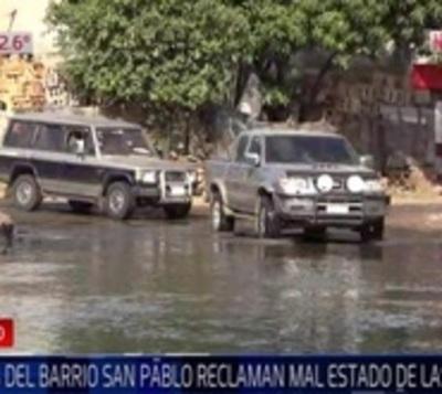 Zona de barrio San Pablo está inundada de cloaca