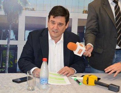 Denuncian a Buzarquis por no pagar pensión