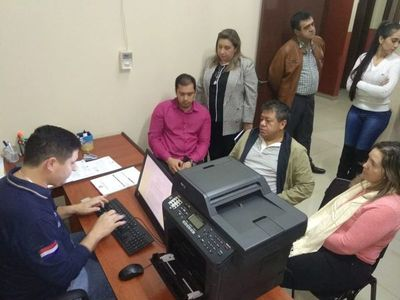 CDE: intendente denuncia que piden sumas millonarias en su nombre