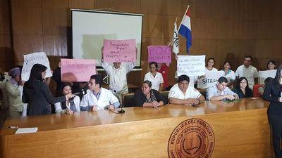 Clínicas: anuncian huelga ante posible recorte presupuestario