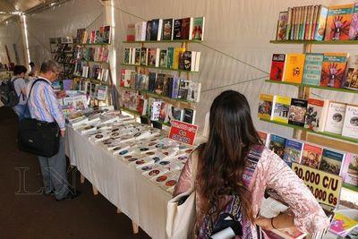 Primera Libro Feria del Este tiene buena asistencia