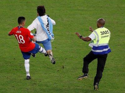 Posible sanción a chileno Jara ya no depende de los árbitros