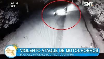 Motochorros atacan y rapiñan a una mujer en Limpio
