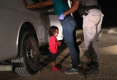 El jefe fronterizo de EEUU dimite ante polémica por niños migrantes