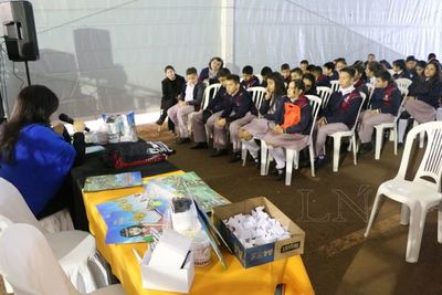 Escolares formaron parte de la Feria del Libro del Este