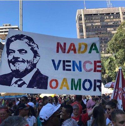 Corte Suprema de Brasil decide mantener encarcelado al expresidente Lula