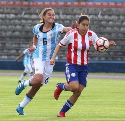 Las chicas usan botines, patean, gambetean y meten goles en el fútbol femenino