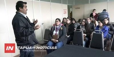 ADIESTRAR SOBRE TEMAS FINANCIEROS A MUJERES DEL DEPARTAMENTO .