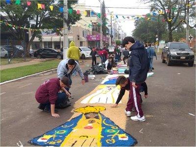 Arman tradicional alfombra orgánica para procesión del Perpetuo Socorro